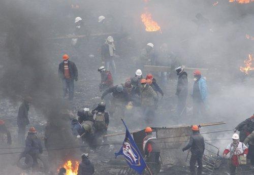 Manifestantes en las protestas contra el Gobierno en Kiev Ucrania.