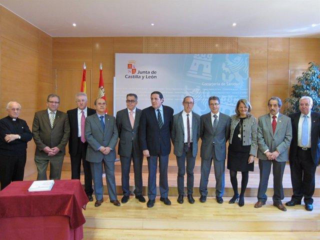 Firma del convenio de colaboración entre Sanidad y los donantes de sangre