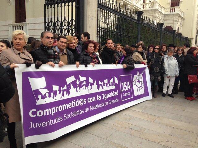 Concentración del PSOE para exigir retirada de la reforma de la Ley del Aborto