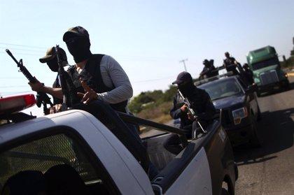 Grupos de autodefensa bloquean una carretera y provocan escasez de víveres en la ciudad de Teloloapan