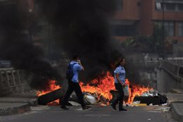 Barricadas en Caracas, protestas en Venezuela