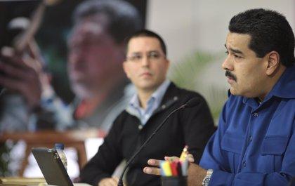 """Maduro dice que el mercenario detenido quería colocar carros bomba para """"llevarnos a una locura"""""""