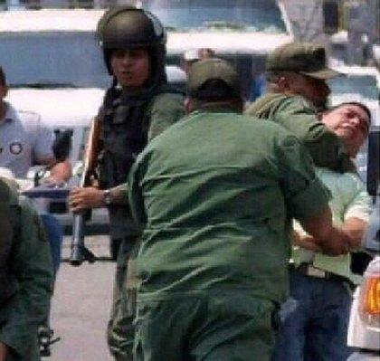 Detienen a un sacerdote por ofrecer una misa en la Plaza Bolívar