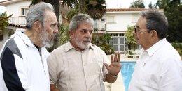El ex presidente brasileño Luiz Inácio Lula da Silva con Fidel y Raúl Castro