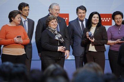 """El presidente de la Comunidad de Madrid dice a los sanitarios que es """"trabajo de todos"""" que la Sanidad pública perdure"""