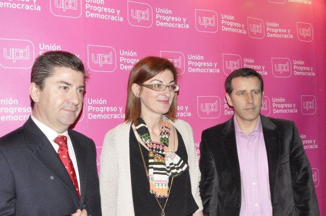 Javier Puy, Maite Pagazaurtundua y Carlos Aparicio, de UPyD.