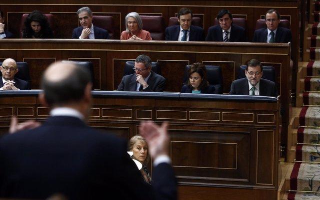 Alfredo Pérez Rubalcaba se dirige a Mariano Rajoy en el Congreso