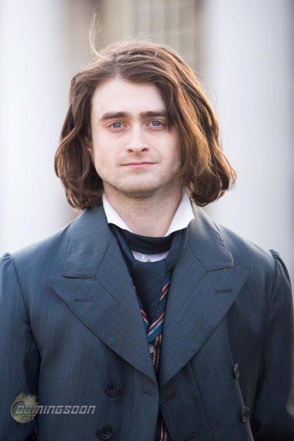 Daniel Radcliffe con melena y traje de época para 'Frankenstein'