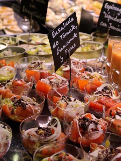 El cocinero Sergio Azagra presenta su buffet de tapas creativas