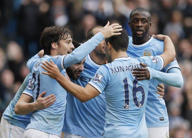 El Manchester City celebra el primer gol de Negredo