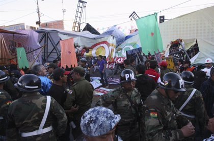 Cuatro muertos y 60 heridos al desplomarse una pasarela en Carnavales