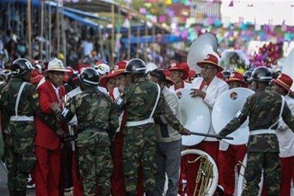 Deciden continuar el Carnaval en Oruro pese a la muerte de cuatro personas