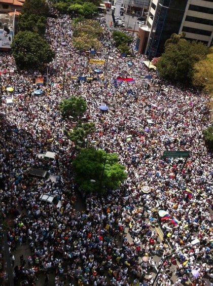 """Miles de estudiantes se concentran en Chacaíto """"contra un Gobierno ineficiente"""""""