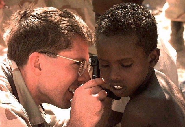 Niño con problemas de audición