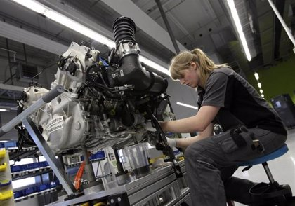 La contratación indefinida de mujeres menores de 25 años en Baleares cae un 66%