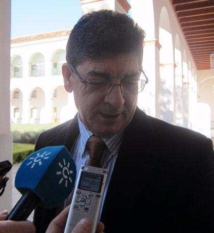 """Valderas espera que la reunión entre Díaz y Moreno sirva para saber """"qué hay debajo del marketing"""" del PP-A"""