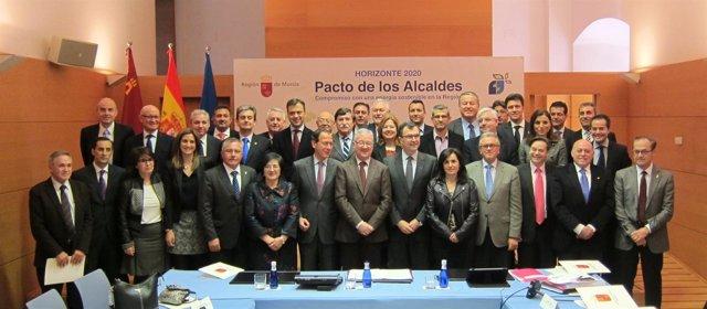 Valcárcel con alcaldes de la Región tras la reunión del Pacto de los Alcaldes