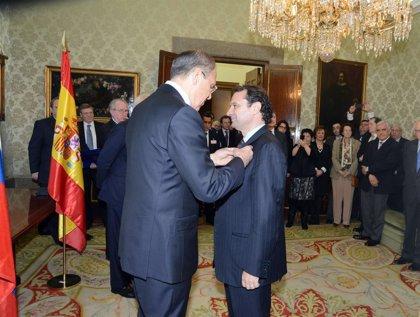 El alcalde de Segovia recibe la Medalla Pushkin que otorga el Gobierno ruso