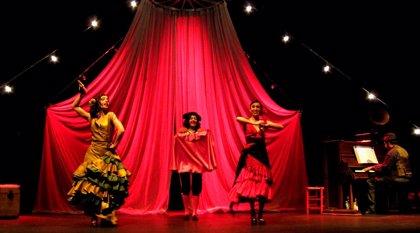 Divinas homenajea las canciones de los espectáculos de varietés de posguerra en el Rialto con 'Paradís'