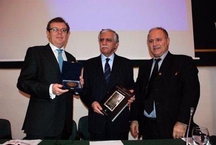 UCLM recibe la medalla del tricentenario de tres facultades libanesas