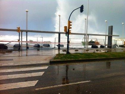 El Ayuntamiento de Gijón estudia el grado de afectación de la estructura del Muro tras aparecer una grieta