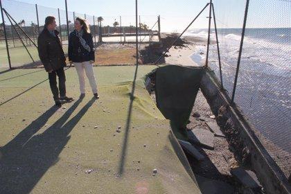 El temporal provoca en Motril la desaparición de hasta 20 metros de playa