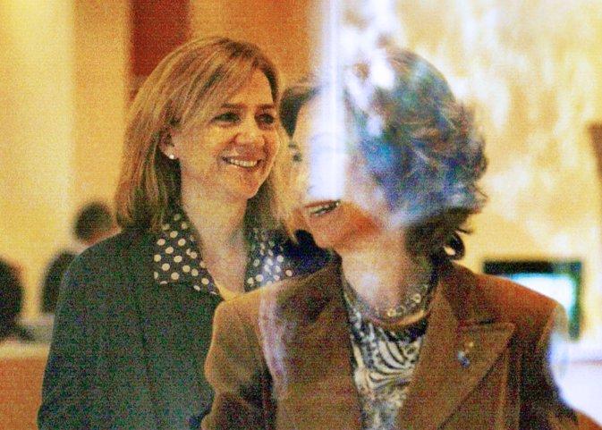 Reina Sofia reune a tres hijos y Letizia Cristina sonrientes