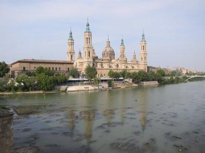 """El Ebro continúa repuntando """"muy ligeramente"""" en Zaragoza"""