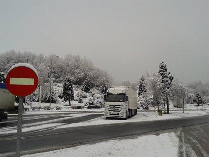 Una carretera cerrada por nieve y niebla en otra vía de Burgos