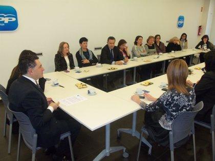 Cuevas dice que el PP responde a una demanda de las mujeres al ampliar hasta los 12 años la reducción de jornada