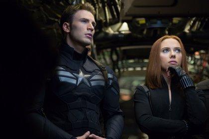 Scarlett Johansson reparte mamporros en el megatrailer de 'Capitán América 2'
