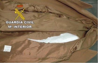 Guardia Civil detiene a una persona como destinatario de un paquete con 2.200 gramos de cocaína