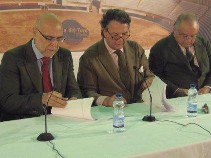 Agricultura firma un convenio con la Unión de Criadores de Toros de Lidia para la selección y conservación de esta raza