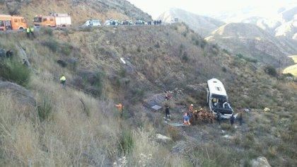 Un adulto y dos menores heridos en el accidente de autobús escolar siguen ingresados en dos centros