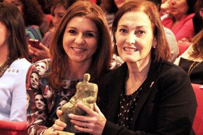 UGT entrega el 'Premio 8 de marzo' a la Fundación Stanpa por su programa de ayuda a mujeres en terapia contra el cáncer