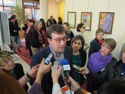 """Vara dice que la presencia de la mujer ha dado """"un paso atrás"""" en los órganos de representación de Extremadura"""