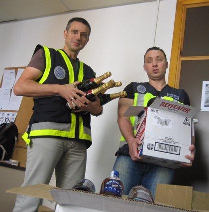 Desarticulado un grupo que usaba bolsos apantallados y fajas para robar botellas y alimentos