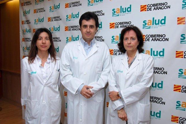 Ana Cristina Lou y Ricardo Savirón, y la hematóloga Rosa Cornudella.