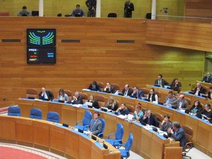 El Parlamento gallego propone al Congreso que los emigrantes voten en urna sin obligación de pedirlo