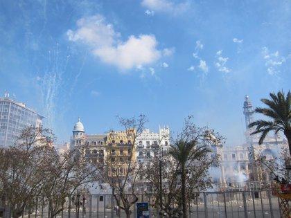 Hermanos Borredá hace temblar la plaza con una mascletà volcada en el terremoto final