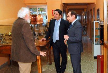 """Echániz visita el Museo de la Sanidad en Talavera y pone en valor la """"continúa evolución"""" de esta ciencia"""