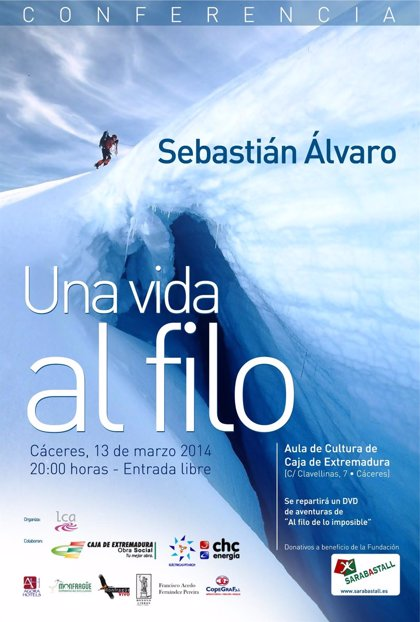 El periodista Sebastián Álvaro expone en una charla en Cáceres su experiencia en 'Al filo de lo imposible'