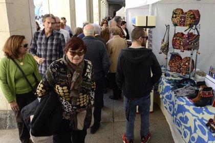 La Plaza Porticada abre su mercado dominical con 25 puestos