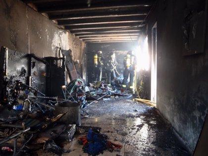 Un hombre sufre quemaduras en el incendio del garaje de su casa