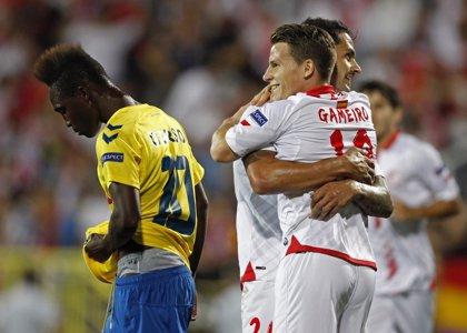 El Sevilla envía al Almería al descenso