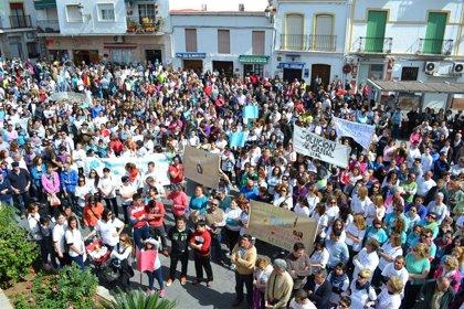 Miles de personas piden en Álora justicia para la joven que falleció al caer a un canal
