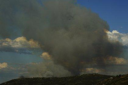 Rural.- Un incendio que permanece activo quema 20 hectáreas de Red Natura en Quiroga (Lugo)