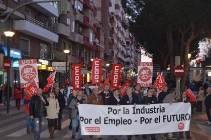 Miles de personas se manifiestan por el sector industrial