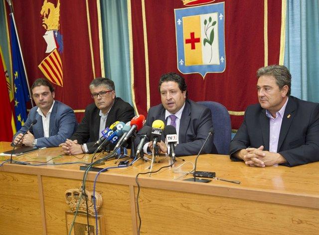 El presidente de la Diputación de Castellón,Javier Moliner, en el centro