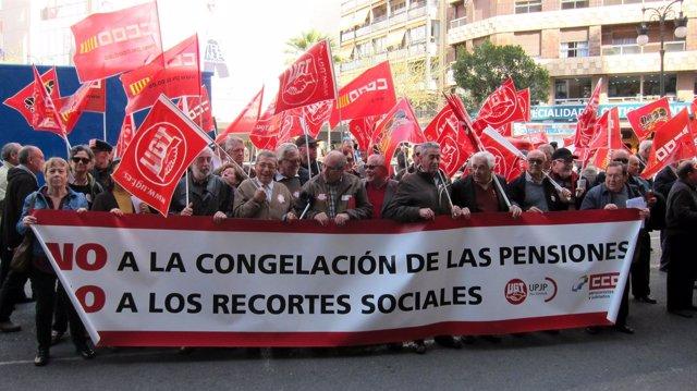 Concentración de pensionistas ante Delegación de Gobierno